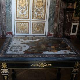 Plateau de table en marbre et pierres dures ayant figuré dans le Cabinet des Curiosités